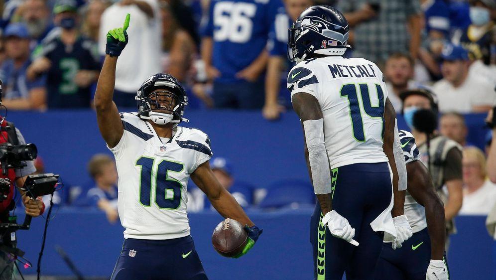 Für Tyler Lockett (l.) gibt es bei den Seahawks aktuell mehr zu feiern als f... - Bildquelle: Imago