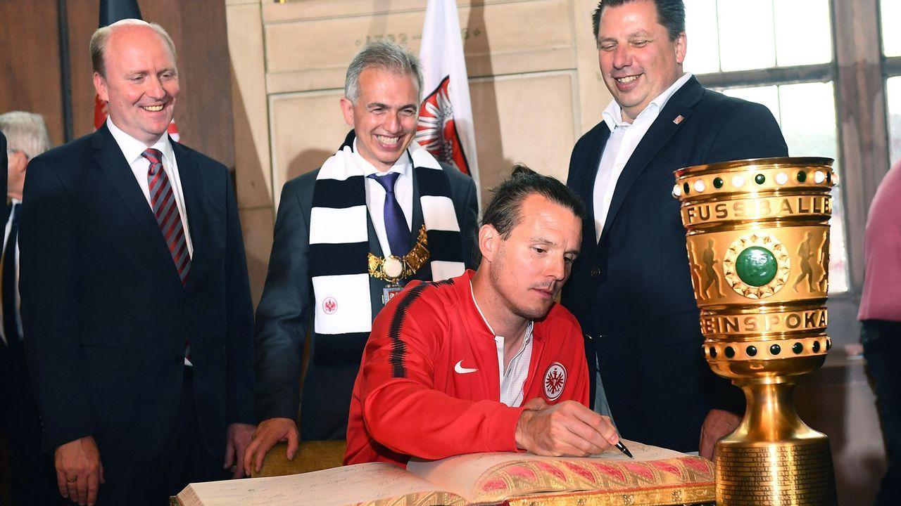 Empfang der Eintracht-Pokalhelden am Frankfurter Römer - Bildquelle: imago/Jan Huebner
