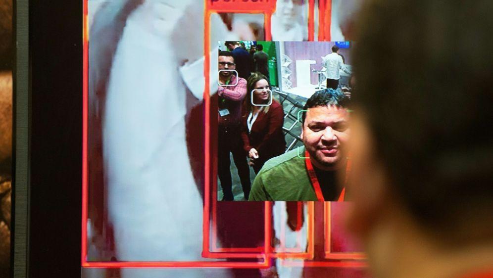 Bröndby setzt Gesichtserkennung ein (Symbolbild) - Bildquelle: AFPSIDRODGER BOSCH