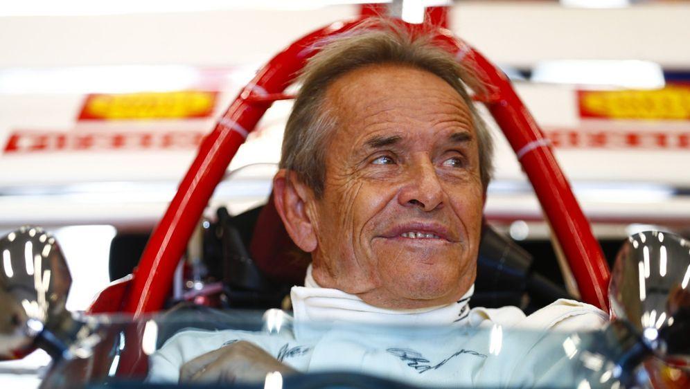 Jacky Ickx findet, dass die Formel E gut in die aktuelle Zeit passt. - Bildquelle: Motorsport Images