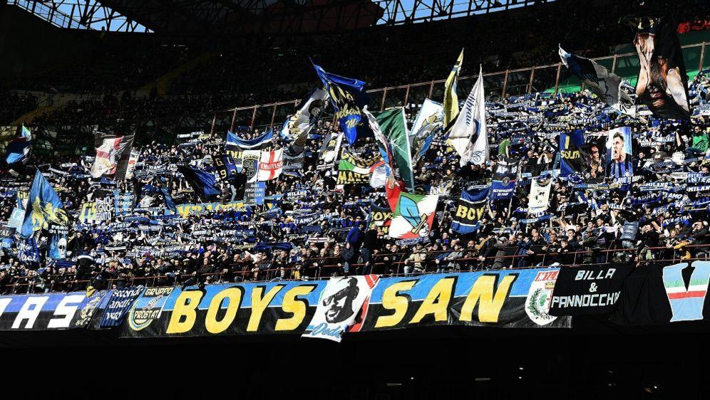 Das Mailand-Derby war mit 70.440 Zuschauern ausverkauft - Bildquelle: PIXATHLONPIXATHLONSID