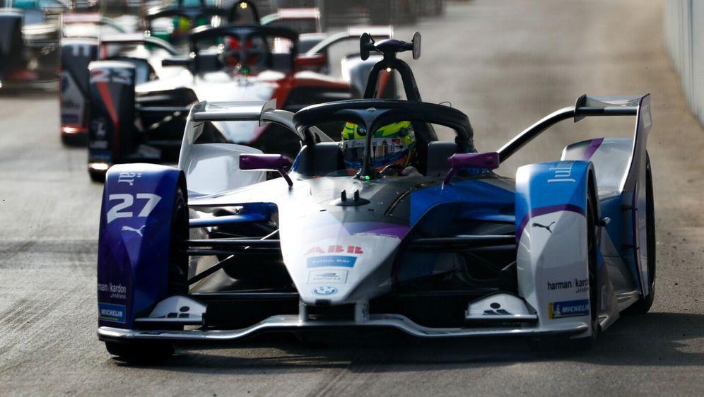 Doppelsieg für BMW beim zweiten Formel-E-Rennen in Riad - Bildquelle: LAT