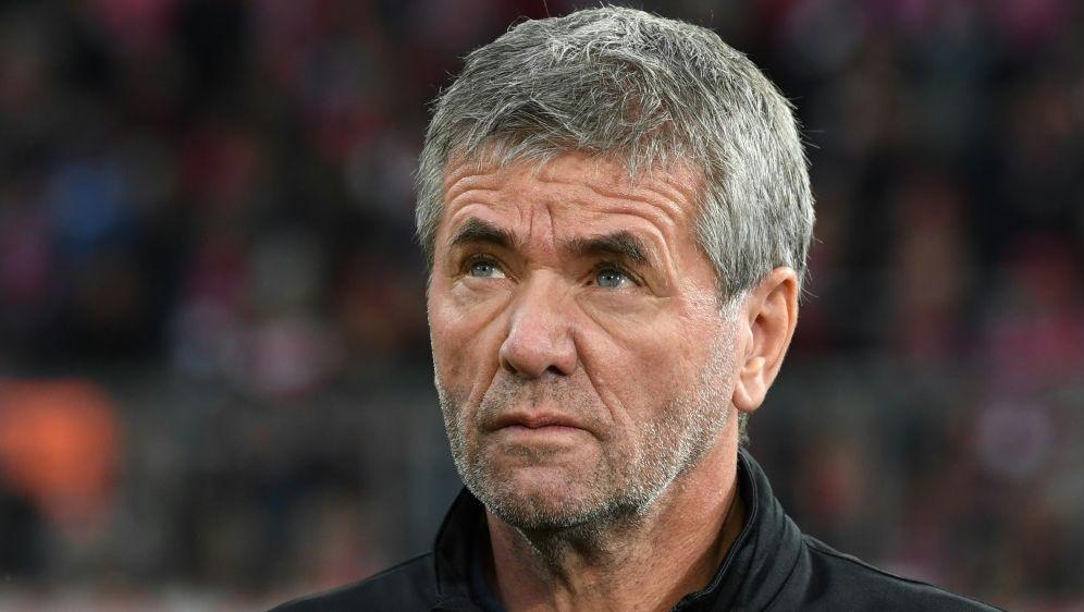 Funkel kritisiert Schiedsrichter und Videobeweis - Bildquelle: AFPSIDCHRISTOF STACHE