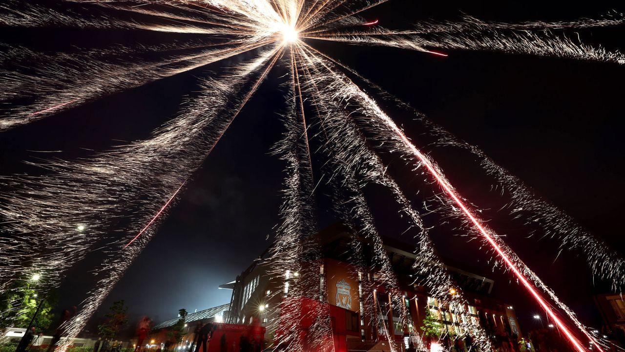 Spektakel auch vor dem Stadion - Bildquelle: imago