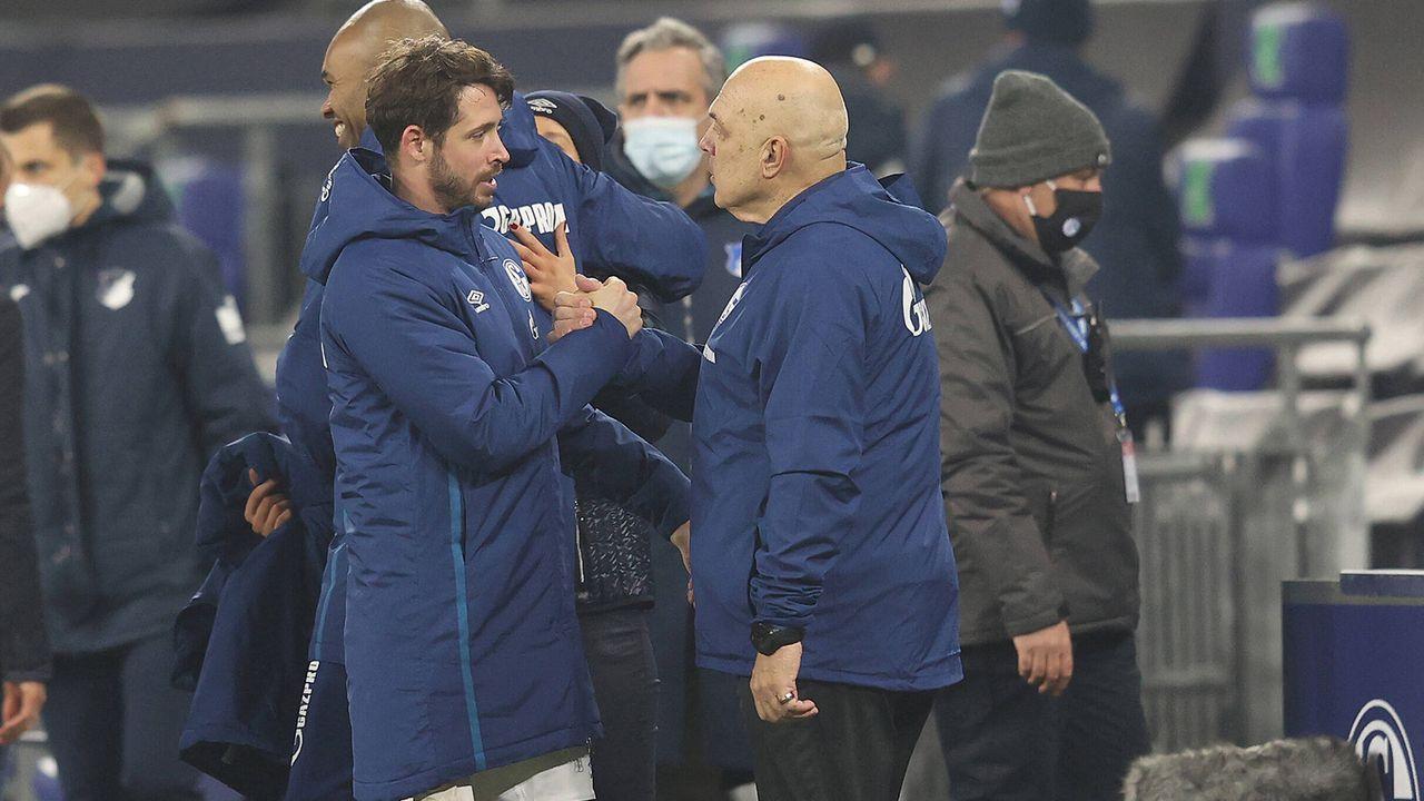 9.Januar 2021: Erlösung! Schalke 04 feiert den ersten Saisonsieg.  - Bildquelle: Jürgen Fromme/firo/pool/via David Inderlied/Kirchner-Media