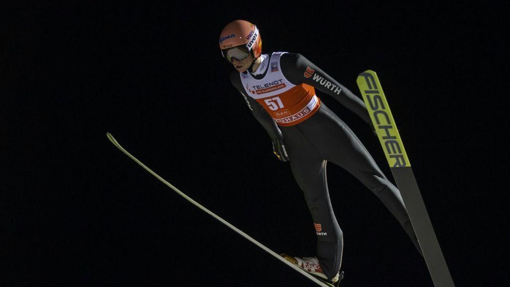 Karl Geiger fliegt in der Quali 133 Meter weit - Bildquelle: PIXATHLONPIXATHLONSID