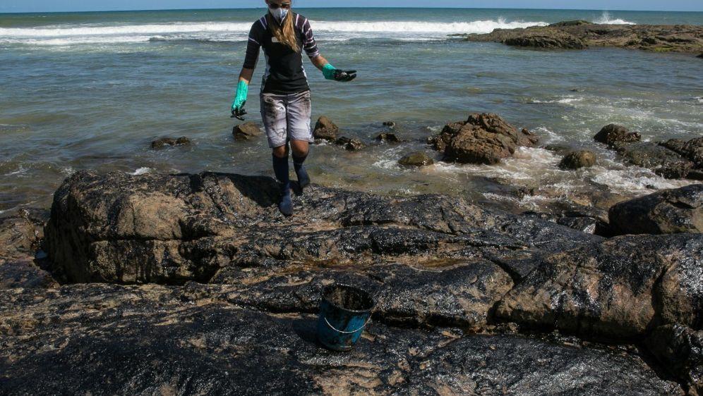 Die Ölpest in Salvador, Bahia - Bildquelle: AFPSIDANTONELLO VENERI