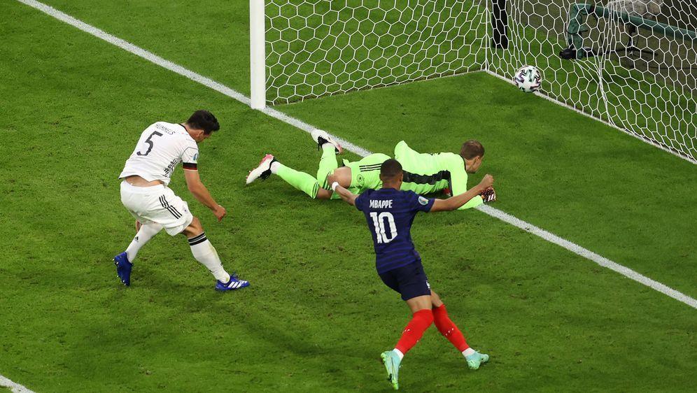 Das Eigentor von Hummels besiegelt die Niederlage - Bildquelle: getty