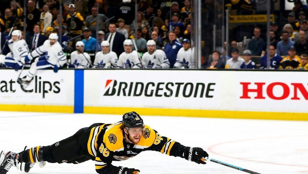 David Pastrnak und die Boston Bruins weiter im Rennen - Bildquelle: GETTY IMAGES NORTH AMERICAGETTY IMAGES NORTH AMERICASIDArchivAdam Glanzman