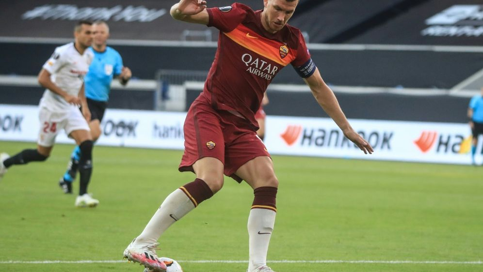 Edin Dzeko steht vor einem Wechsel zu Juventus Turin - Bildquelle: AFPPOOLSIDWOLFGANG RATTAY