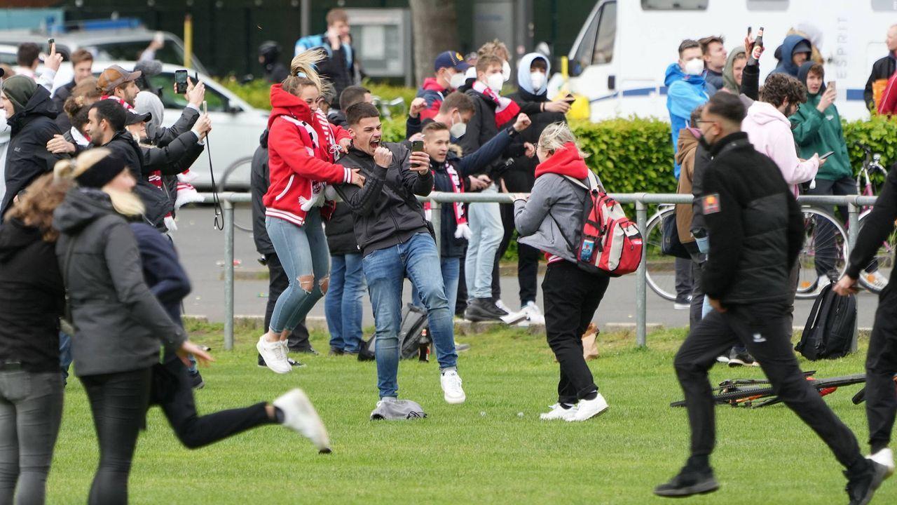 Köln: Eskalation vor dem Stadion - Bildquelle: Imago Images