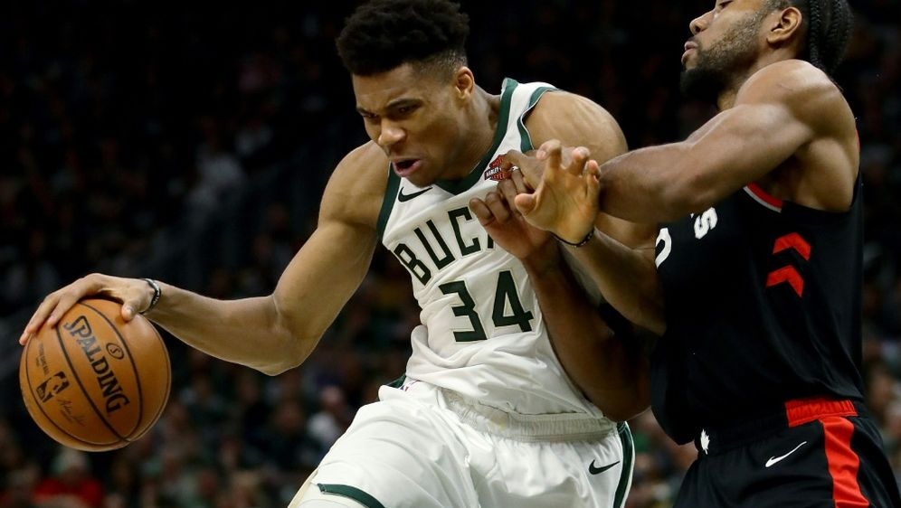 Giannis Antetokounmpo (l.) führte Milwaukee zum Sieg - Bildquelle: GETTY IMAGES NORTH AMERICAGETTY IMAGES NORTH AMERICASIDJONATHAN DANIEL