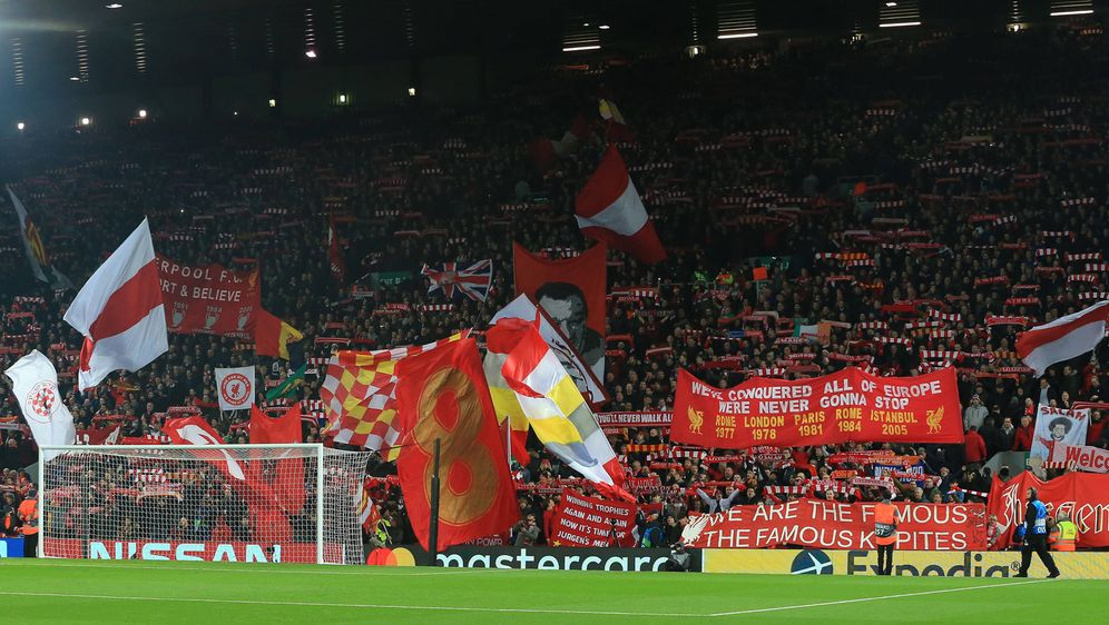Legendär: Die Kop in Liverpool. - Bildquelle: imago/Action Plus