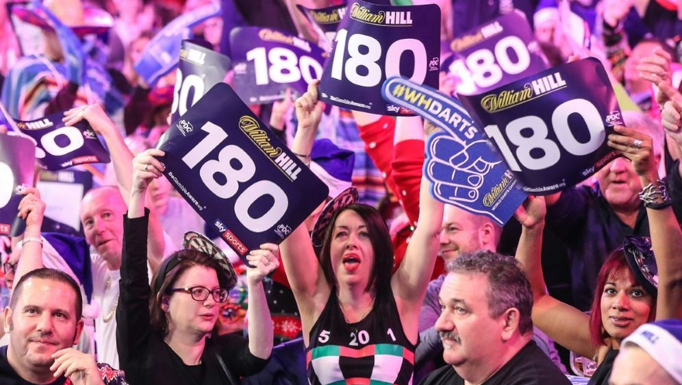 PDC erlaubt Fans und Alkohol bei Darts-WM in London - Bildquelle: FIROFIROSID