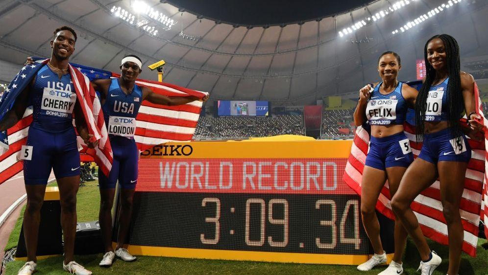 Die USA gewannen die Mixed-Staffel bei der WM in Doha - Bildquelle: AFPSIDKIRILL KUDRYAVTSEV
