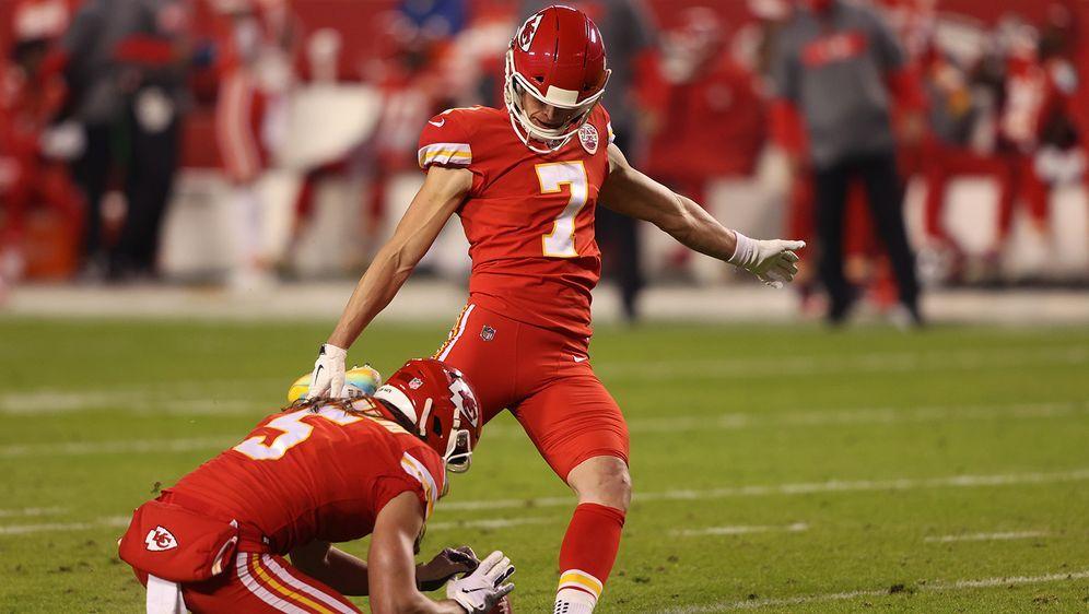 Einzig Quarterbacks, Punter und Kicker dürfen momentan einstellige Rückennum... - Bildquelle: Getty Images
