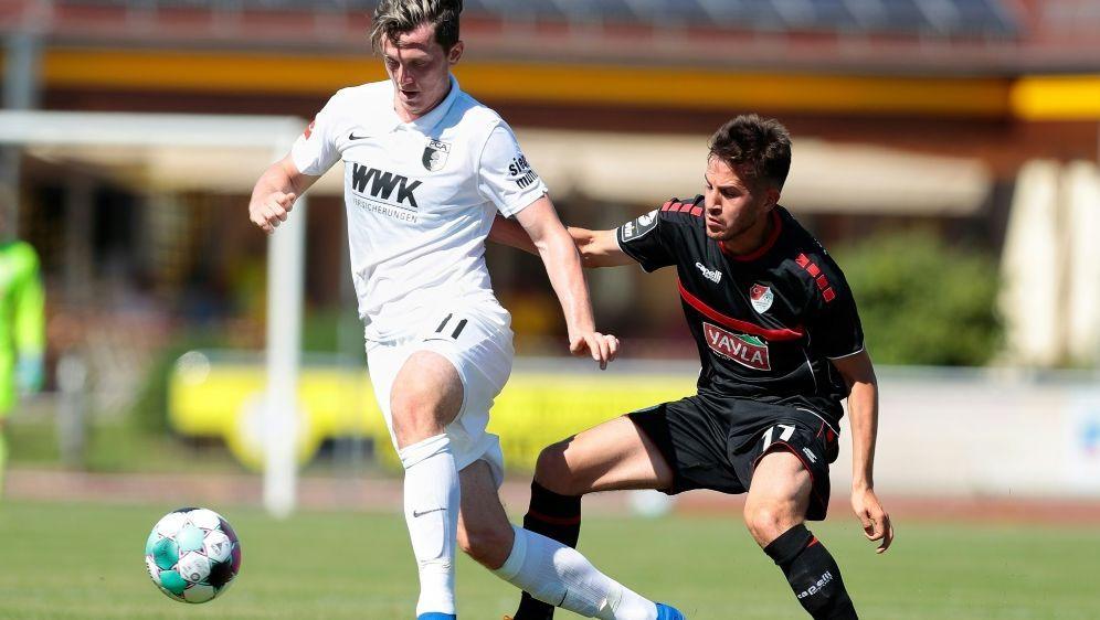 Michael Gregoritsch spielt seit 2017 beim FC Augsburg - Bildquelle: FIROFIROSID