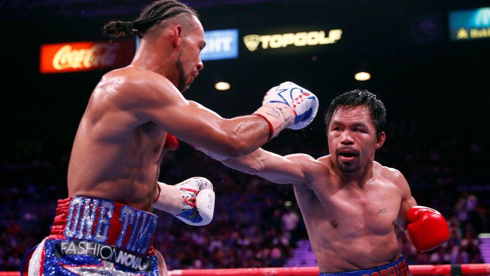 Manny Pacquiao (re.) hat noch lange nicht genug - Bildquelle: Getty Images