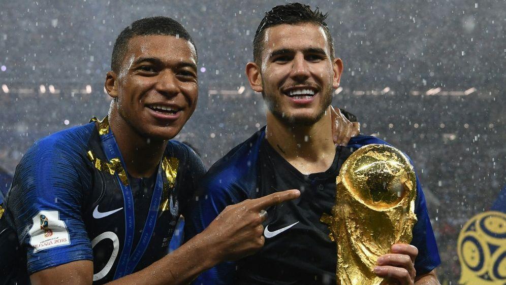 Mbappe und Hernandez gewannen 2018 mit Frankreich die WM - Bildquelle: AFPSIDFRANCK FIFE