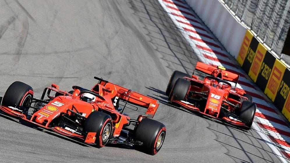 Vettel und Leclerc trugen zuletzt mehrere Duelle aus - Bildquelle: AFPSIDDimitar DILKOFF