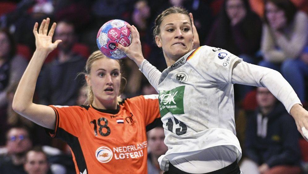 Julia Behnke (r.) erzielte sieben Treffer - Bildquelle: AFPSIDSEBASTIEN BOZON