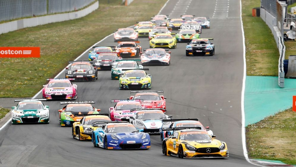 Mit 33 Autos geht das ADAC GT Masters in die neue Saison - Bildquelle: PIXATHLONPIXATHLONSID