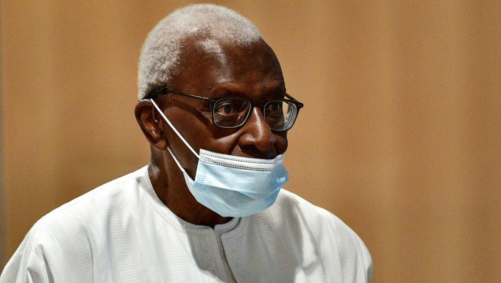 Lamine Diack wurde in Paris schuldig gesprochen - Bildquelle: AFPSIDMartin BUREAU