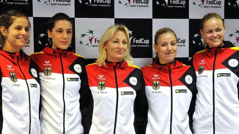 Das deutsche Fed-Cup-Team um Barbara Rittner (m.) - Bildquelle: SID-SID-AFP