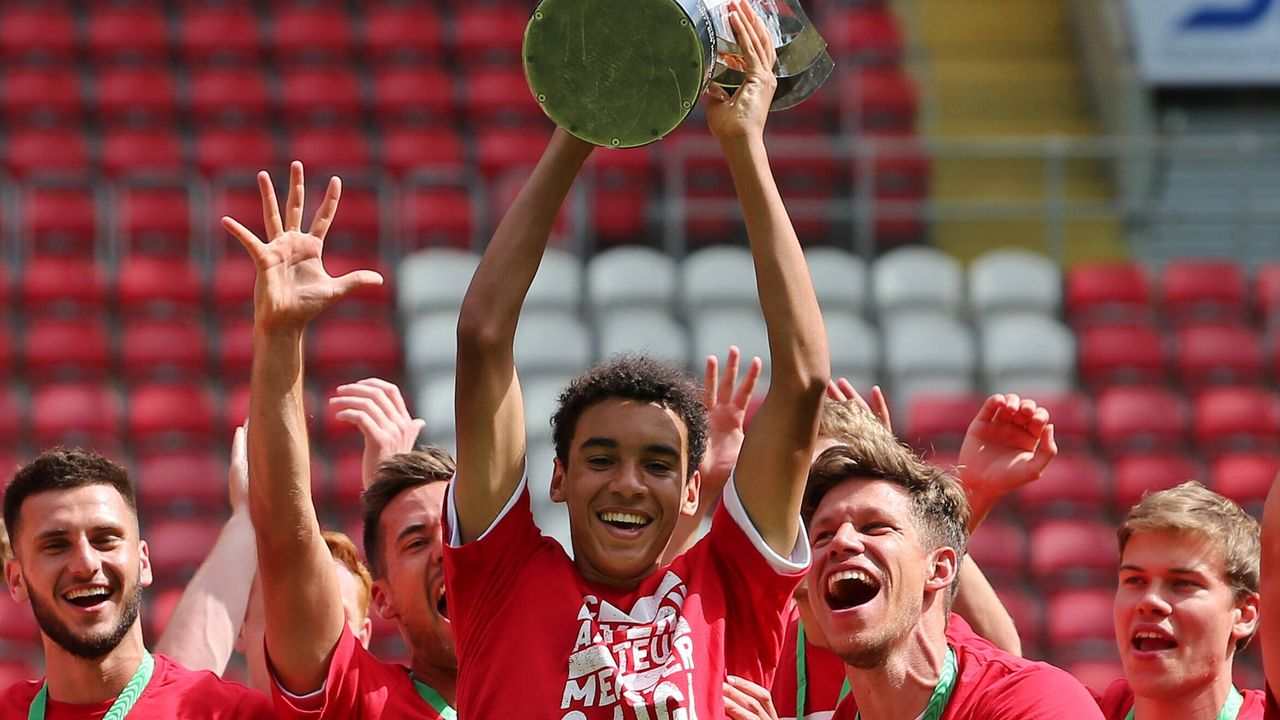 Bayerns jüngster Bundesliga-Torschütze: Das ist Jamal Musiala - Bildquelle: imago images/Jan Huebner