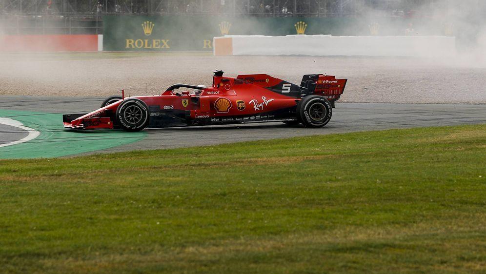 Sebastian Vettel fährt in Silverstone nicht in die Punkte. - Bildquelle: imago