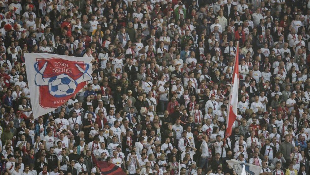 Fans von RB Leipzig begleiten Team im Zug - Bildquelle: AFPSIDTOBIAS SCHWARZ