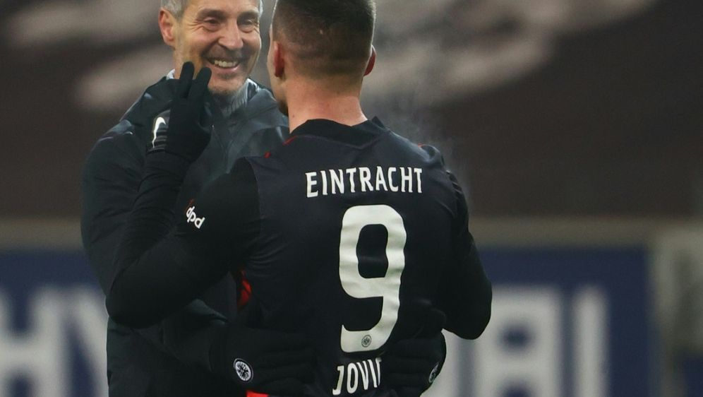 Adi Hütter hält sich bei Jovic noch bedeckt - Bildquelle: AFPSIDKAI PFAFFENBACH