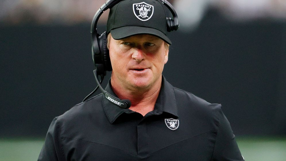 Jon Gruden hatte bei den Raiders ursprünglich einen Zehnjahresvertrag unters... - Bildquelle: 2021 Getty Images