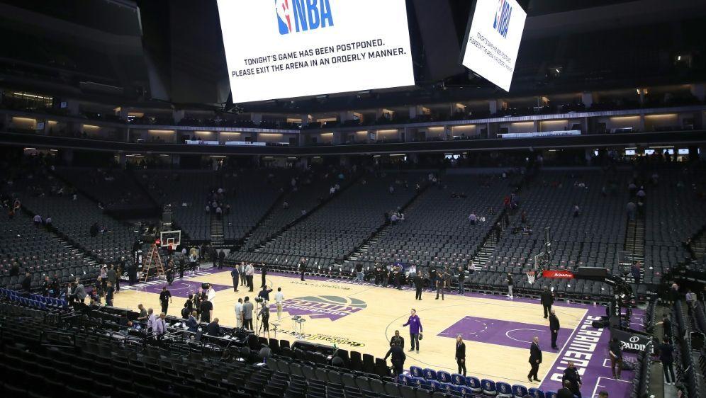 Der NBA-Spielbetrieb ruht noch mindestens bis Mai - Bildquelle: GETTY AFPSIDEZRA SHAW