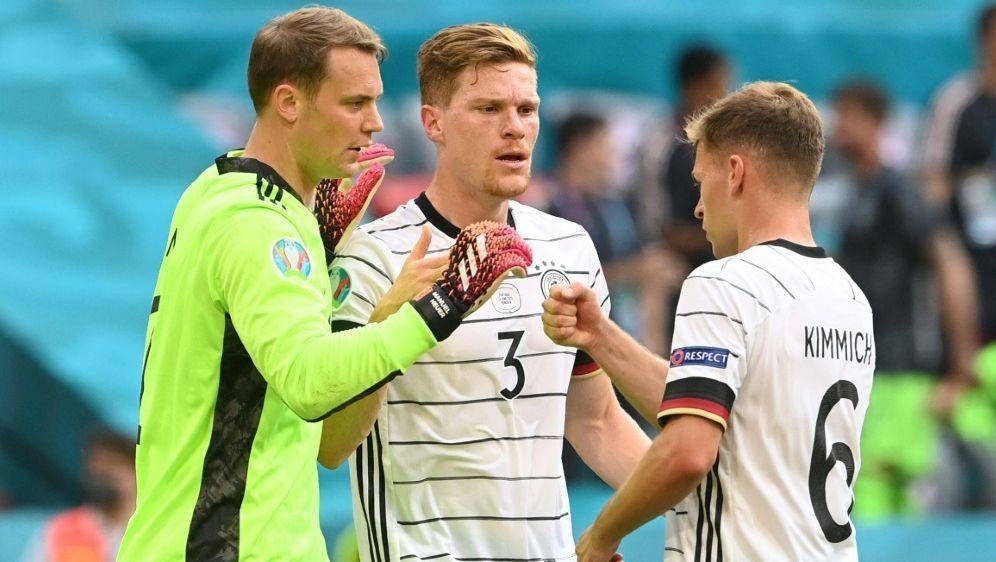 Joshua Kimmich (r.) und Kapitän Manuel Neuer (l.) - Bildquelle: POOLPOOLSIDCHRISTOF STACHE
