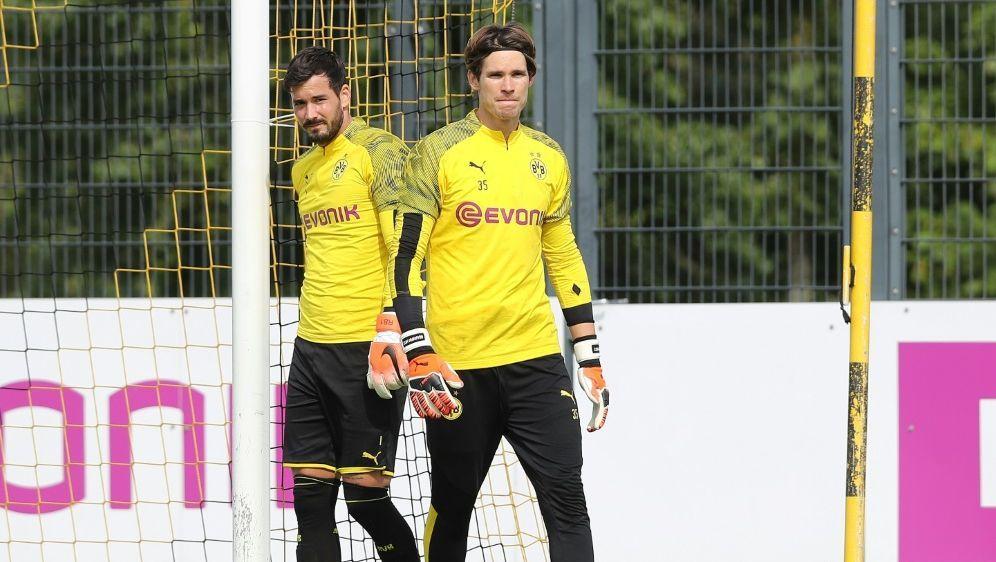 Dortmunds Torhüter Roman Bürki (l.) und Marwin Hitz - Bildquelle: FIROFIROSID