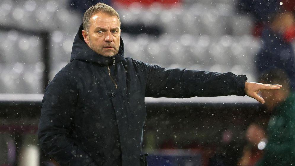 Hansi Flick wird den FC Bayern München im Sommer verlassen - Bildquelle: Getty