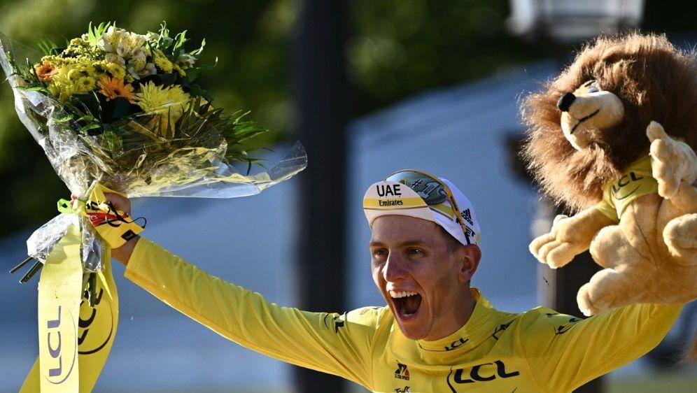 Tour-Sieger Tadej Pogacar bleibt seinem Team treu - Bildquelle: AFPSIDANNE-CHRISTINE POUJOULAT