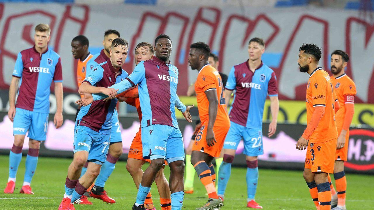 Trabzonspor und Istanbul Basaksehir (Türkei) - Bildquelle: imago images/Seskim Photo