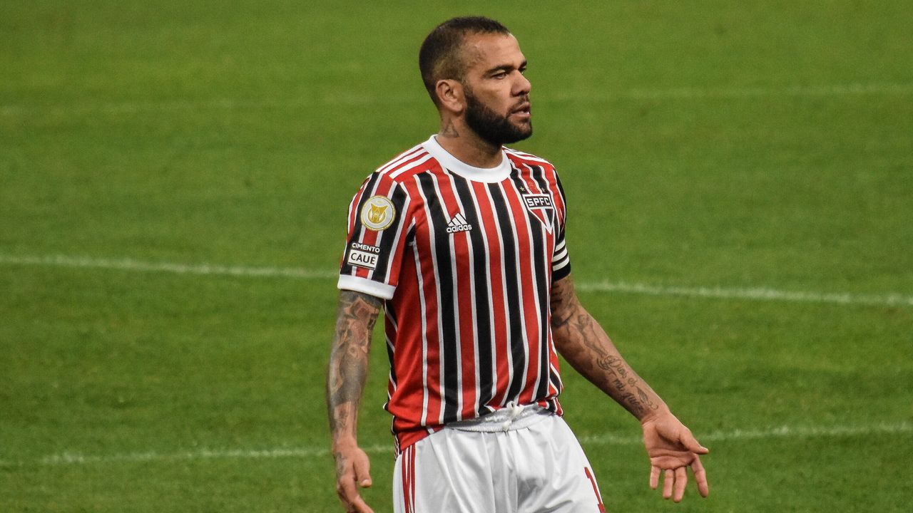 Abwehr: Dani Alves (FC Sao Paulo) - Bildquelle: Imago Images