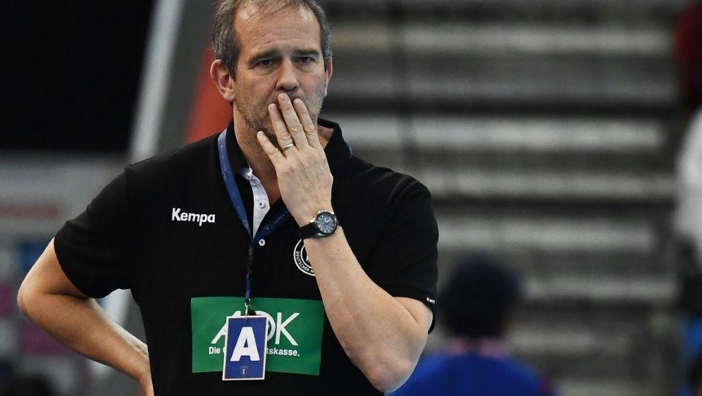 Das Team von Henk Groener wird vor nur 500 Fans spielen - Bildquelle: AFPSIDCHARLY TRIBALLEAU