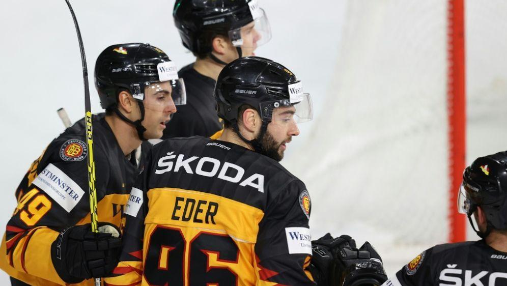 Andreas Eder spielt auch nächste Saison für Straubing - Bildquelle: FIROFIROSID
