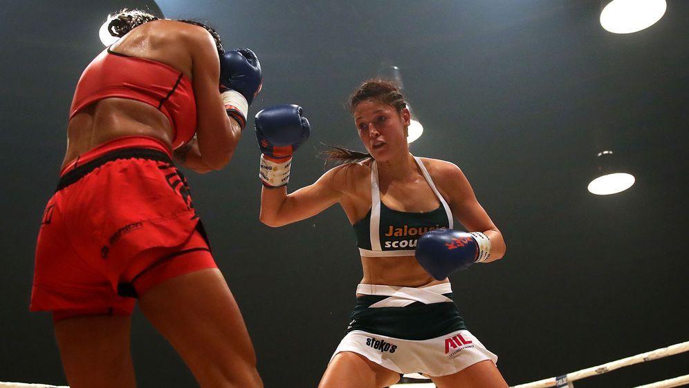 Marie Lang steigt zum dritten Mal in diesem Jahr in den Ring, um ihren WM-Ti... - Bildquelle: 2019 Getty Images