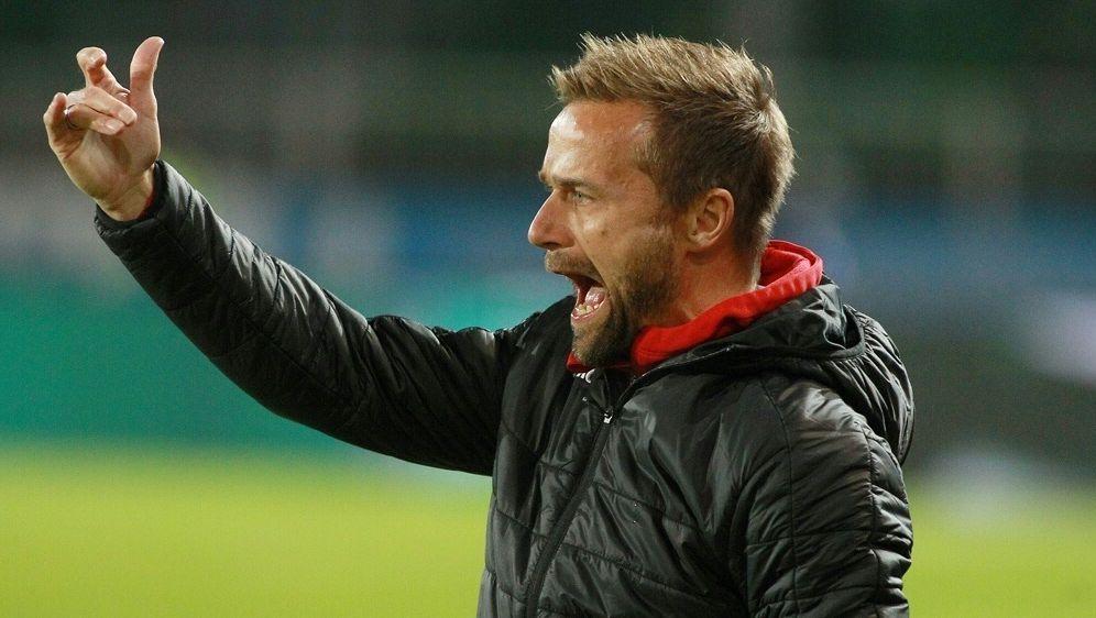Sieg für Würzburg und Trainer Michael Schiele - Bildquelle: FIROFIROSID