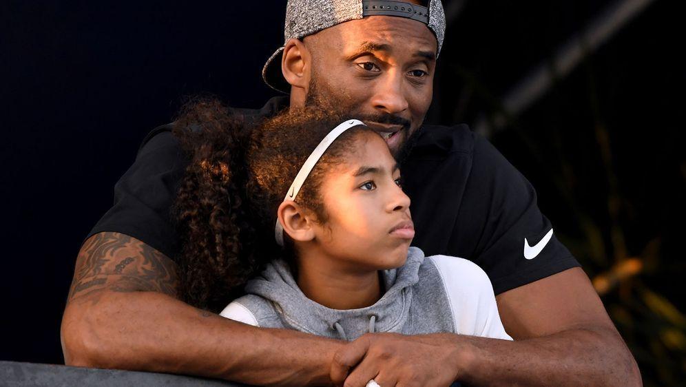 Kobe Bryant mit Tochter Gianna. - Bildquelle: 2018 Getty Images