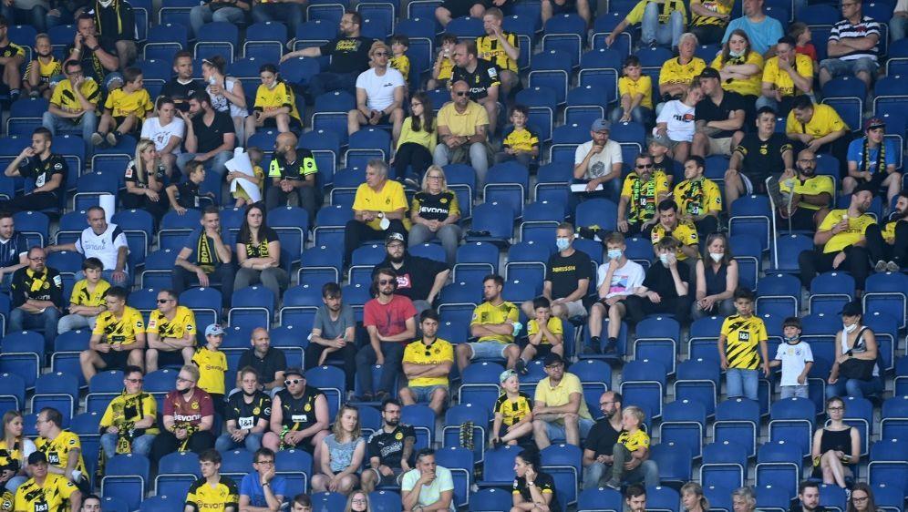 Borussia Dortmund bietet Fans besonderes Impfangebot an - Bildquelle: AFPSIDINA FASSBENDER