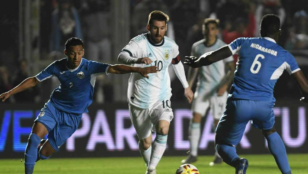 Kaum zu stoppen: Lionel Messi (M.) - Bildquelle: AFPSIDANDRES LARROVERE
