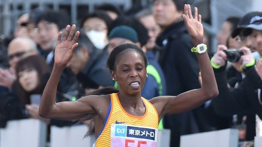Sarah Chepchirchir wird wegen Dopings gesperrt - Bildquelle: AFPSIDKAZUHIRO NOGI
