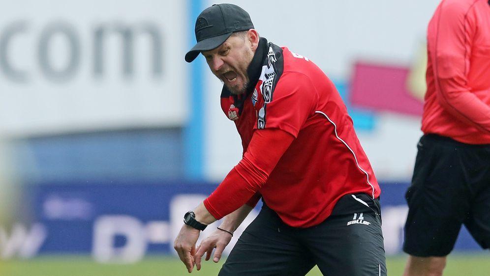 Trainer Steffen Baumgart hat gute Chancen mit dem SC Paderborn den Durchmars... - Bildquelle: 2018 Getty Images