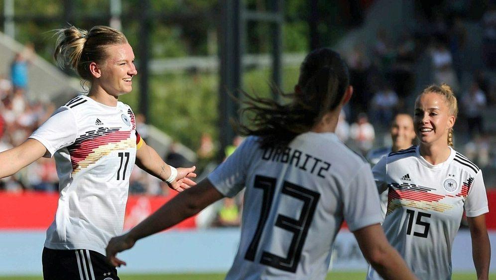 Deutsche Fußballerinnen mit WM-Quartier zufrieden - Bildquelle: FIROFIROSID